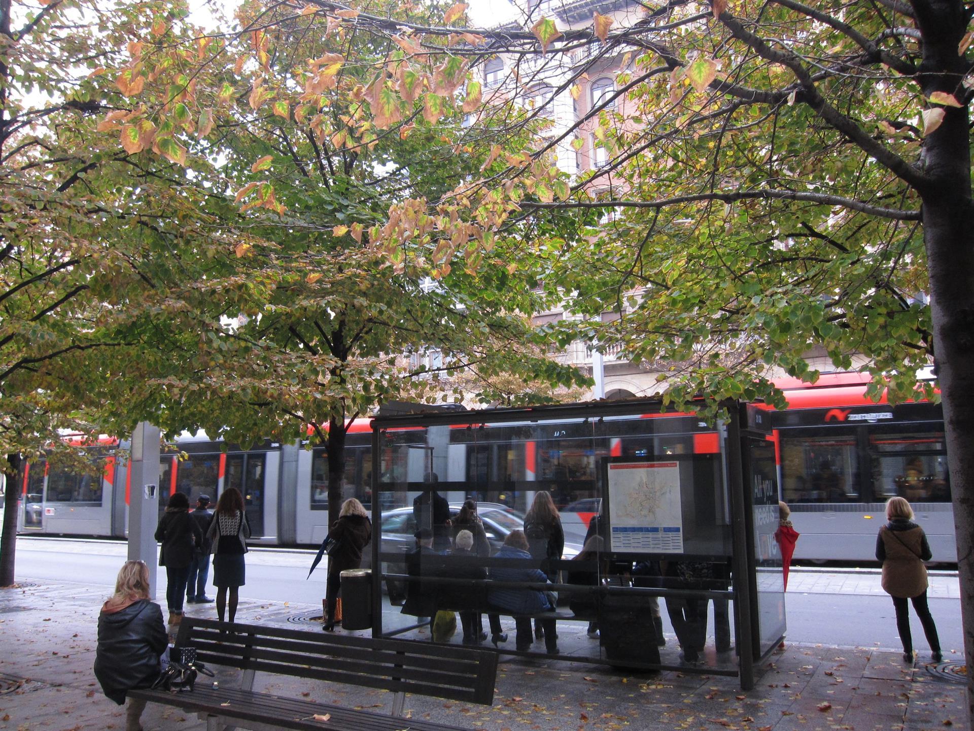 Tranvía, parada de autobús, bus -