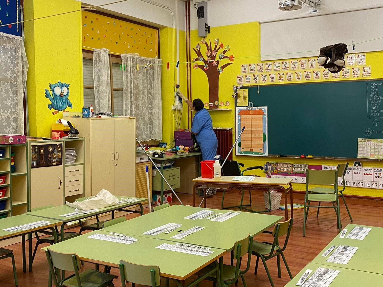 El Ayuntamiento de Calatayud realiza trabajos de limpieza y desinfección intensiva en los colegios.- AYUNTAMIENTO DE CALATAYUD